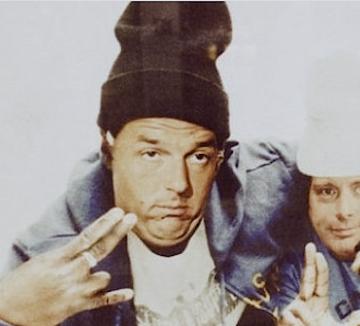 Renzi (aka Renzie) ritratto in  versione Beastie Boys dallo street artist Beast.
