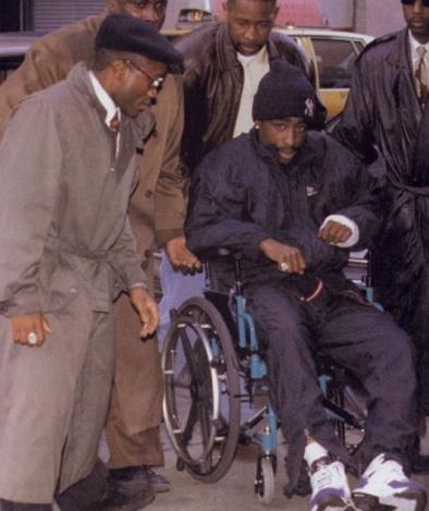 Tupac sulla sedia a rotelle il giorno dopo la sparatoria