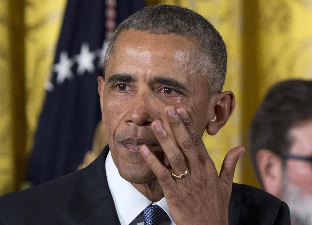 Barack Obama in lacrime, dopo la strage di Sandy Hook, dicembre 2012.